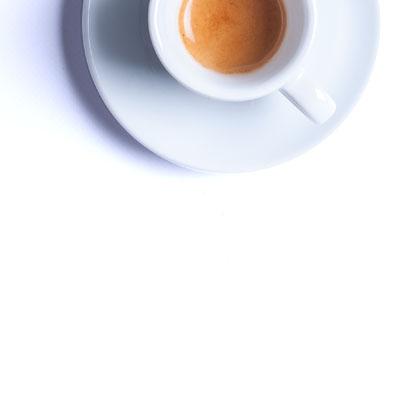 Tasse de café espresso remplie de café EXTRAIT